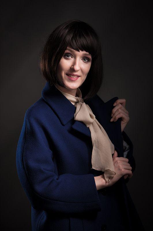 портрет, гламур, фотостудия, студийная, постановочная, классический, женщина, взгляд, художественная, art, fine art, beauty, психологический, люди, улыбка Портрет дамы в синем пальто...photo preview