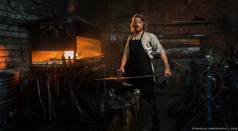 портрет, работник, кузнец, профессии, кино, металл, огонь, афиша, постер, календарь Портрет кузнецаphoto preview