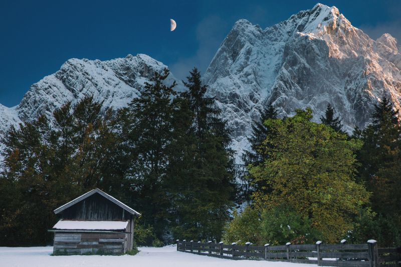 горы; домик; луна; путешествия Колыбельнаяphoto preview