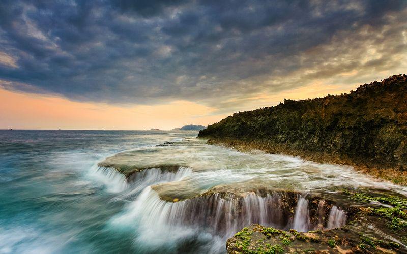 Sea fallsphoto preview