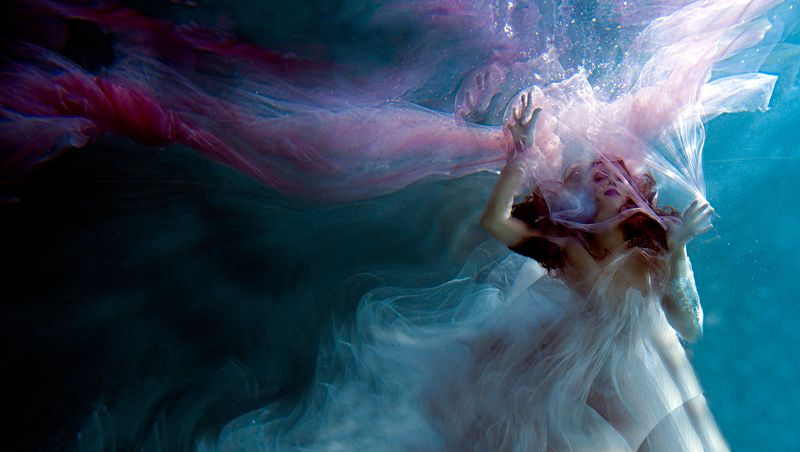 под водой, море, аквариум, бассейн, аква, русалка Попалась в сетиphoto preview