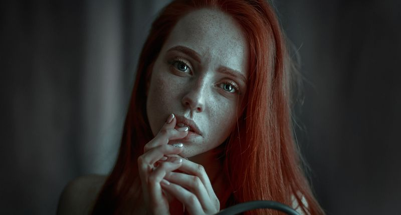рыжая девушка модель веснушки * * *photo preview