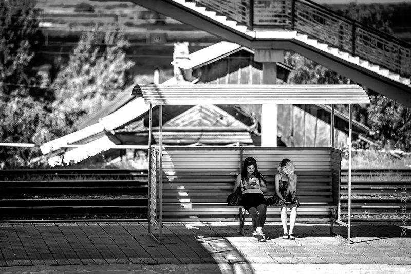 #photobydmitrygorkovets #streetphoto #blackandwhite #girls Girls and phones II. photo preview