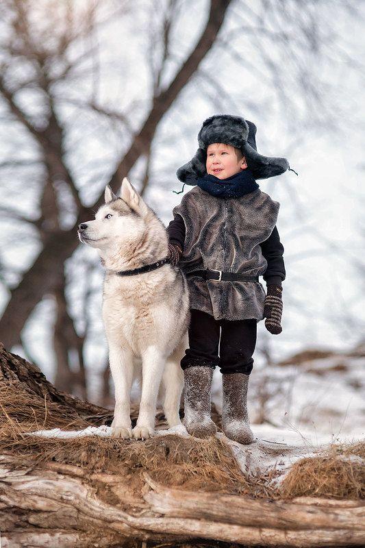 дети хаски семья собака мальчик ушанка зима лес Двоеphoto preview