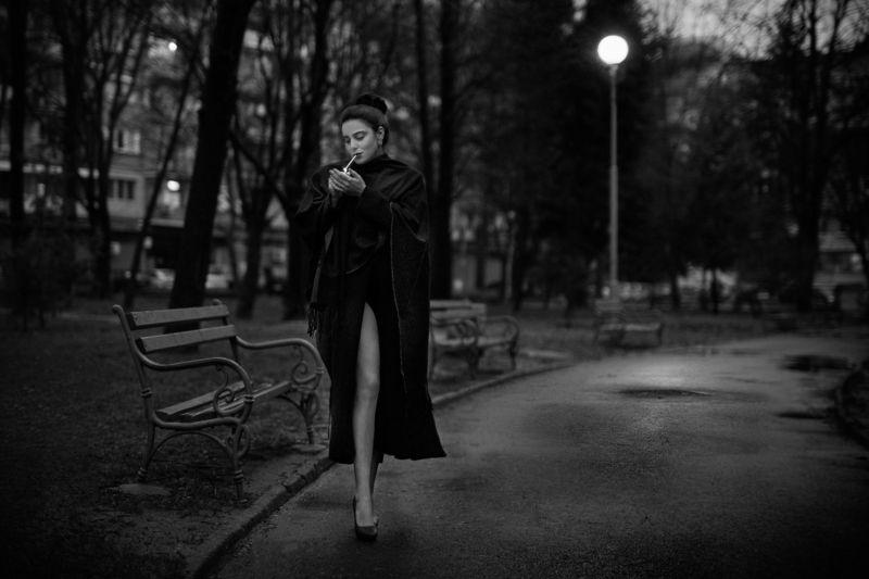 sexy, model, night, city, fashion, erotic, lips, body, naked, black and white, classic, legs, retro Classicphoto preview