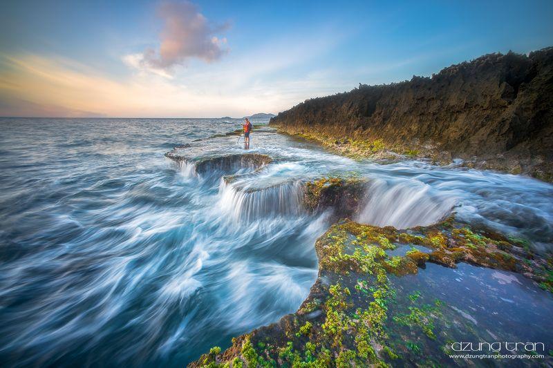 Sea waterfallphoto preview