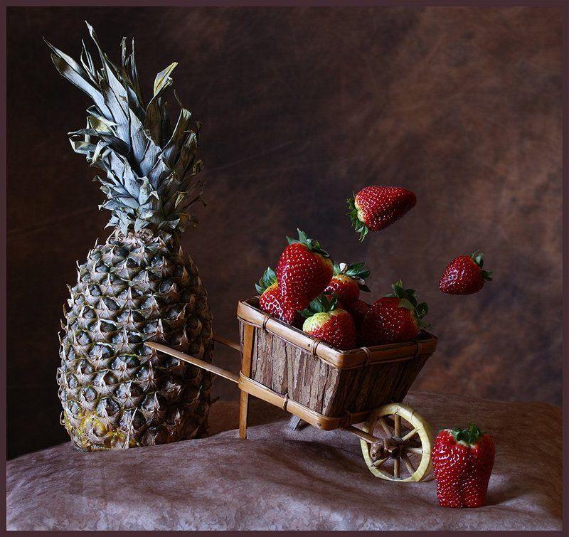 натюрморт, ассоциации, фрукты,  игра, шутка,ягоды, Аккуратней, не дрова везёшь!photo preview
