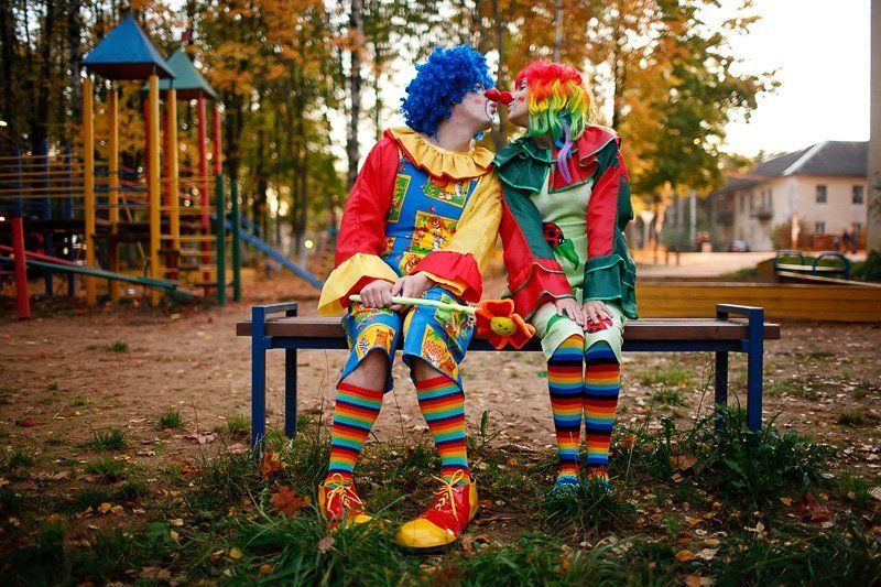 клоуны, город, детская площадка Цирк уехалphoto preview