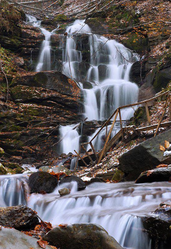 вода, водопад, осень, речка, камни, снег Осіння казкаphoto preview