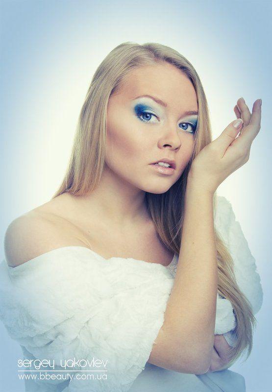 красивая девушка, духи, меха, шуба, изящная, пахнуть, звгляд, красота, красавица eau de parfumphoto preview
