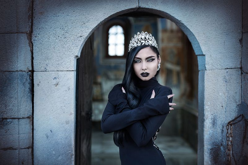 sexy, model, fashion, erotic, lips, body, makeup, jewels, crown, retouch Dark Queenphoto preview