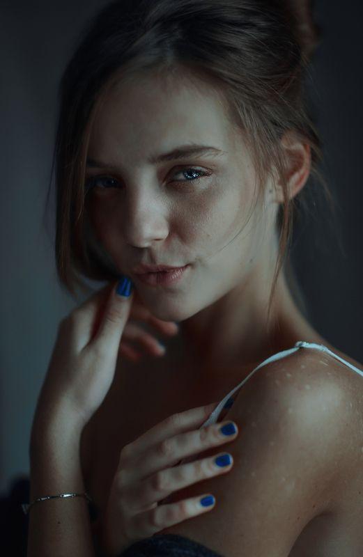 portait girl model eyes brunnete bokeh Evaphoto preview