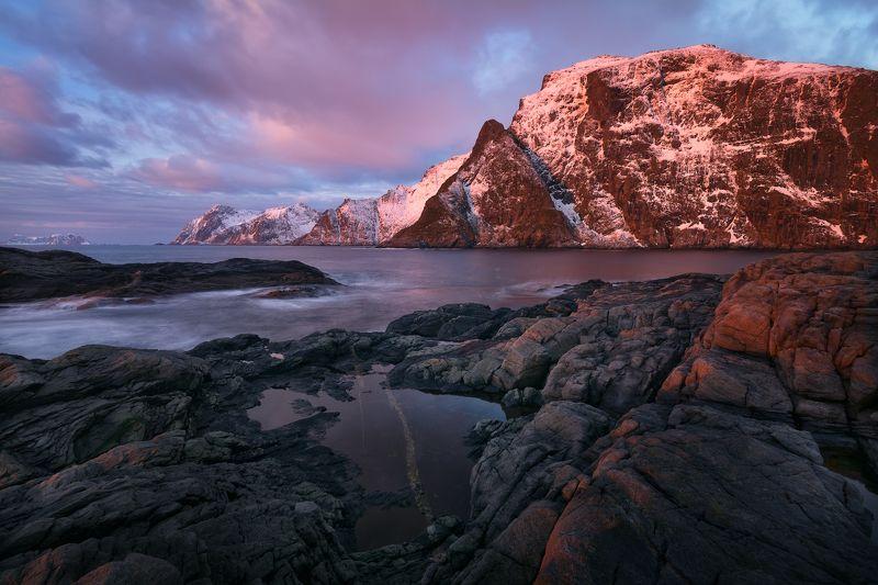 норвегия, пейзаж, лофотены, рассвет, океан, горы Утро в деревное \