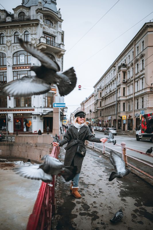 #portrait, #girl, #girls, #snow, #spring, #city, #портрет, #девушка, #город, #весна Девушка и голубиphoto preview