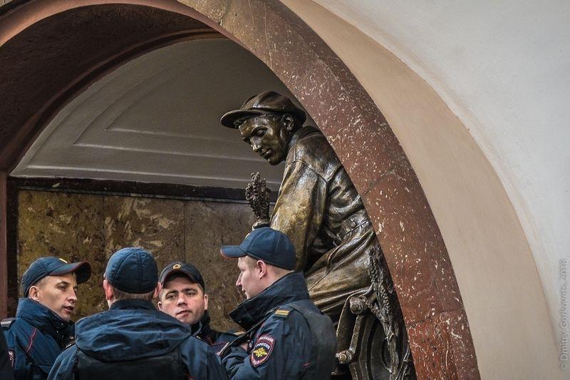 #photobydmitrygorkovets #moscow #moscowsubway #streetphotography Observer. photo preview