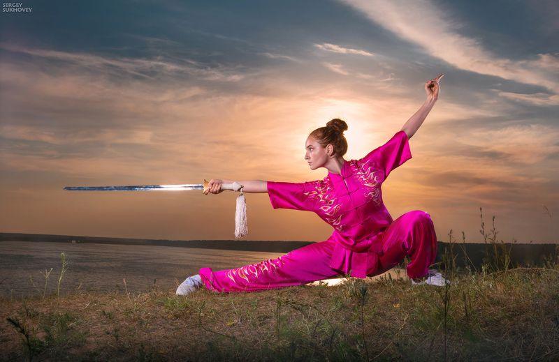 ушу, кунгфу, кунфу, меч, девушка-воин, воительница, фентези, девушка на закате, wushu Ушу фото превью
