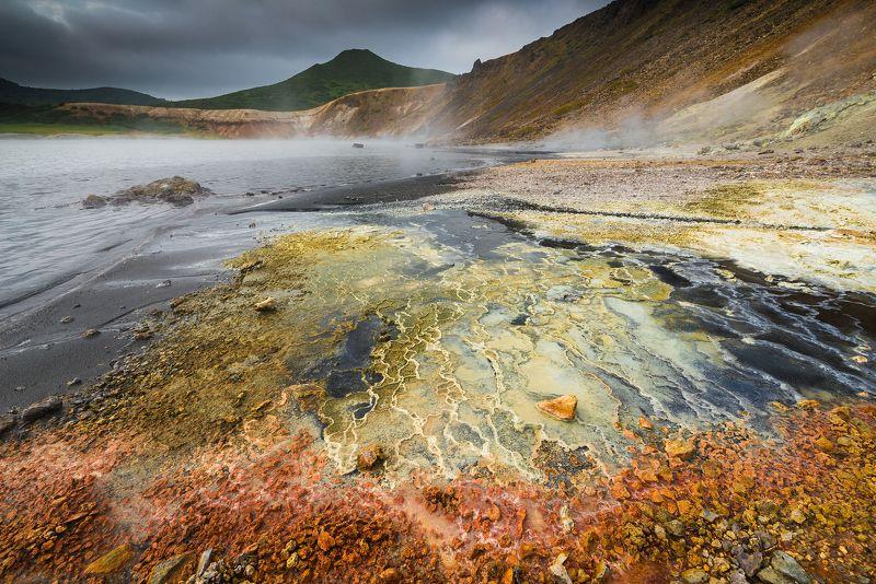 Кунашир, вулкан Разноцветный берег вулканического озераphoto preview