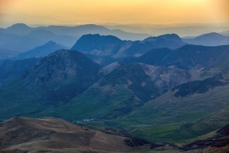 карачаево-черкесия ,кчр ,горы,    перевал  гум-баши ,закат Перевал Гум-Баши ...photo preview