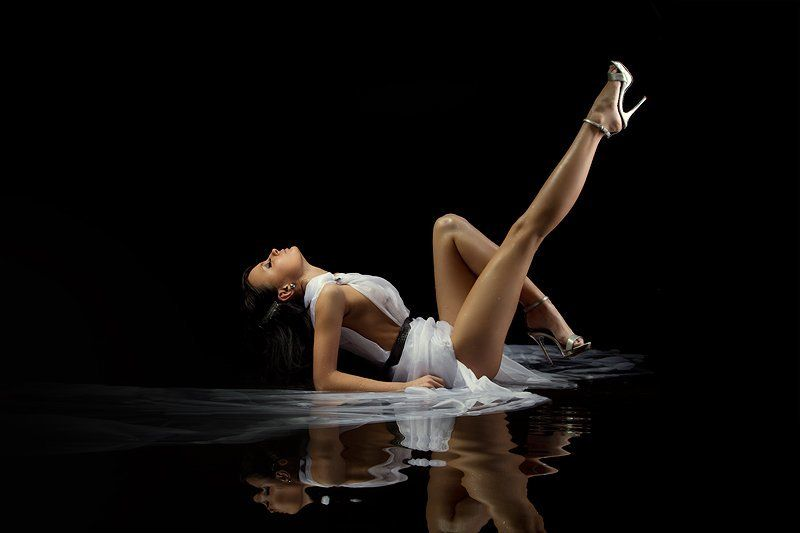 water, light, black, girl, legs, gotovo photo preview
