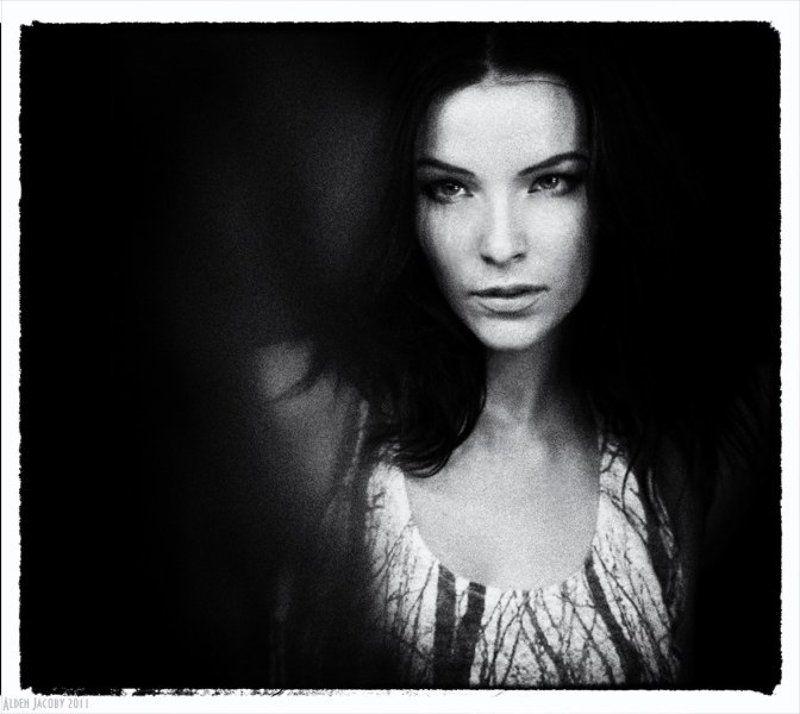 Her Darknessphoto preview
