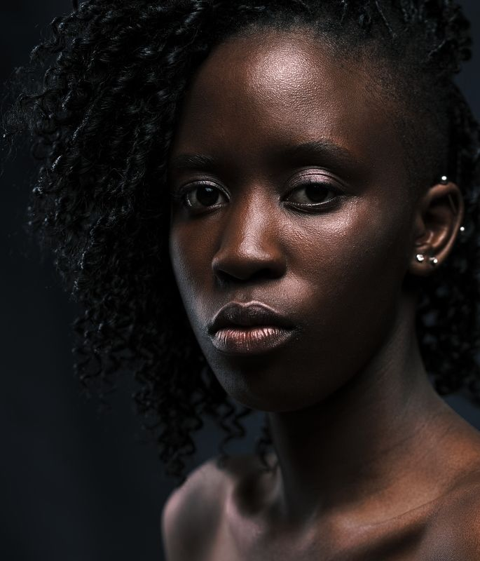 Портрет, Студия, Взгляд, Глаза, Темнота, Чернота, Кожа, Губы, Спокойствие, Кудри, Девушка Медная ледиphoto preview