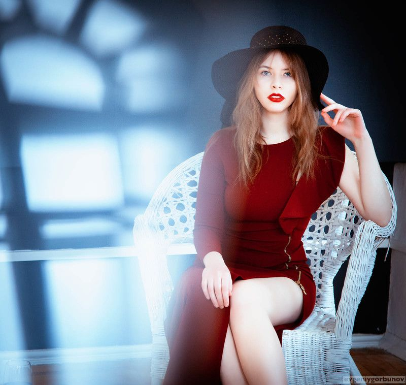 lady; woman; red; light; hall; hat; beauty; sexy Настяphoto preview