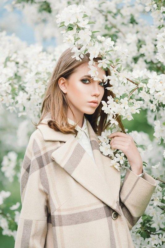 яблоневый цвет, яблони, портрет, девушка, весна, улица, парк, модель, белый, цветы в белом цветеphoto preview