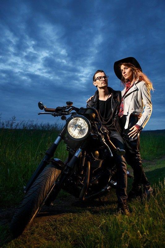 байк, поле, лавстори, lovestory, мотоцикл, любовь, пара, портрет Байк-лав-сториphoto preview
