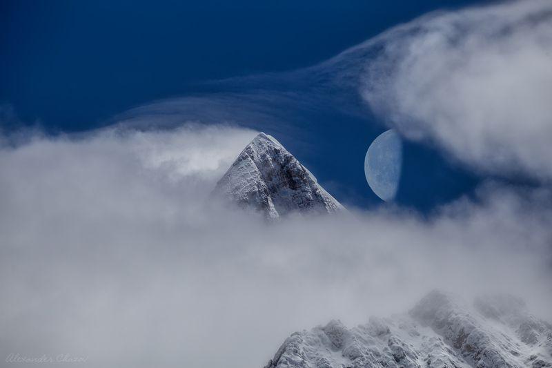 горы, облака, луна, тибет, вершина Око драконаphoto preview