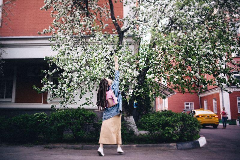 весна, город, девушка, закат, москва Весна в городеphoto preview
