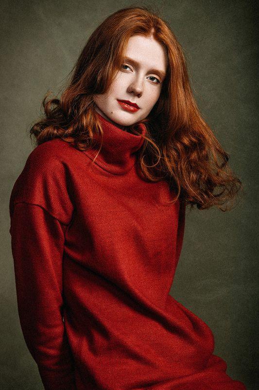 портрет, девушка, модель, студия, красное, платье, рыжие волосы, классика Аннаphoto preview