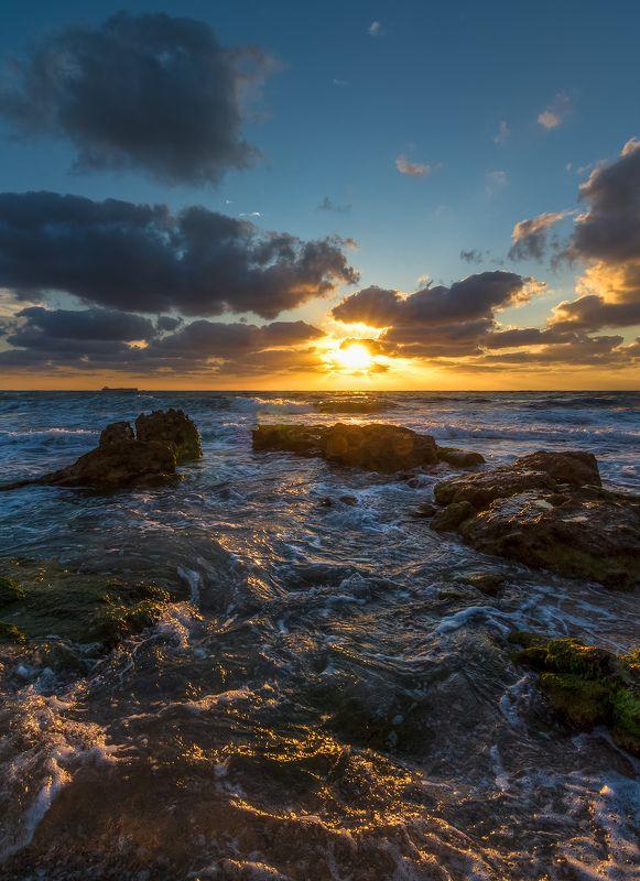 За море солнце заходилоphoto preview