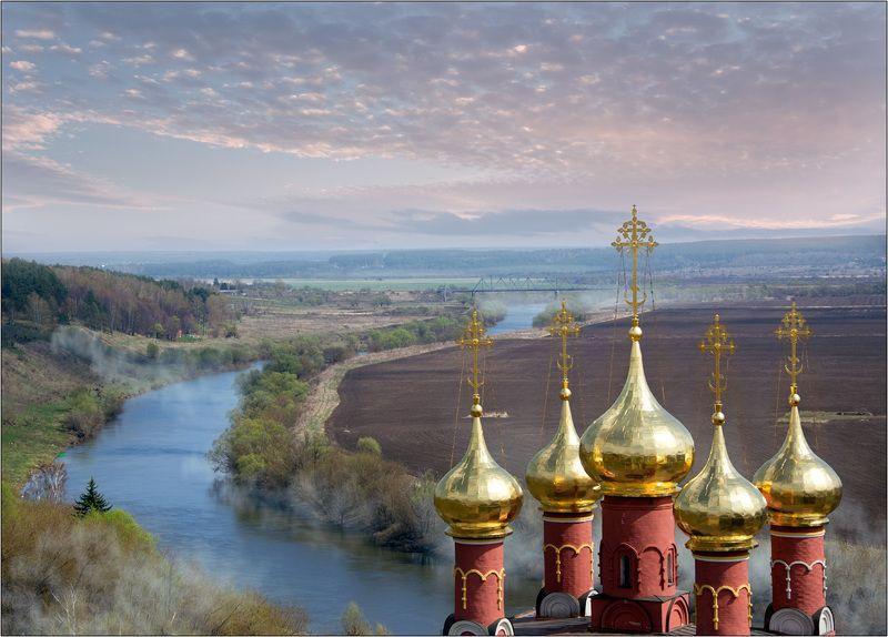 белёв храм купола монастырь спасо преображенский река ока Во городе Белёве на Океphoto preview