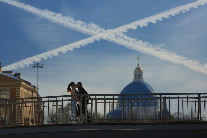 мост, храм, провода, крест, поцелуй, романтика, двое, отношения, позитив, питер, ст. петербург, парочка Это судьба!photo preview