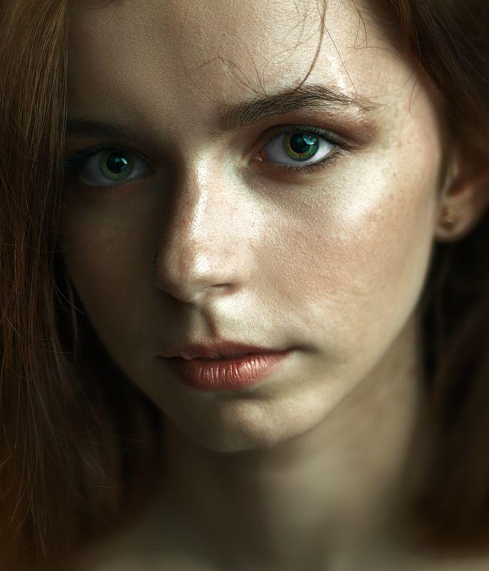 портрет, девушка, нюд, зеленый, естественность, губы, рыжий, текстура, грубость, взгляд Живое в деталяхphoto preview