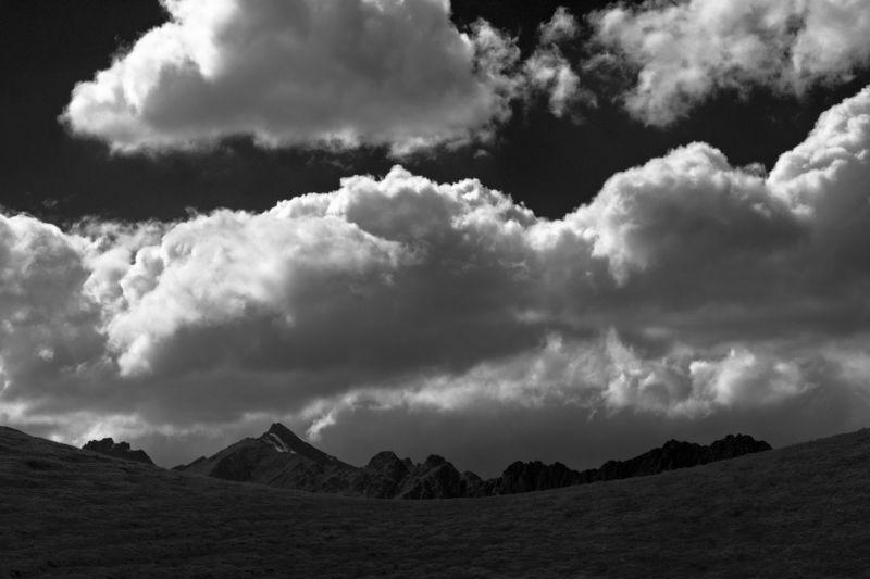 Кавказ, горы, пейзаж, Облака, холмы, небо, скалы, чб, россия Приэльбрусьеphoto preview