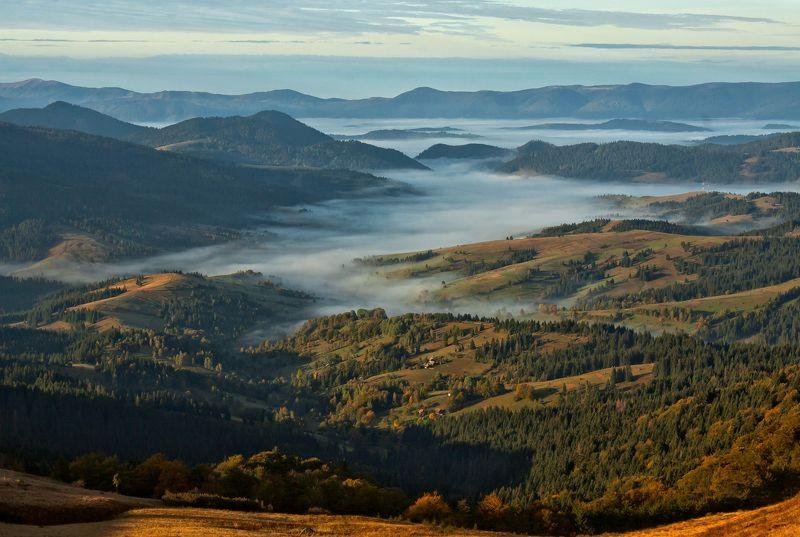 карпаты горы утро туман осень Просторы...photo preview