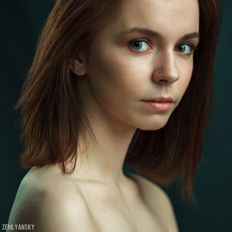 Портрет, девушка, зеленый, студия, Воронеж Портрет с зелеными глазамиphoto preview