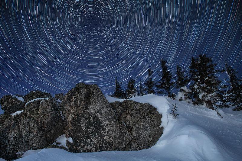 Урал, Таганай, зима, ночь, звездные треки, звезды, скалы, снег, природа, пейзаж Звездная карусельphoto preview