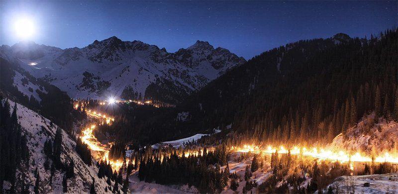 ночь,горы,дорога Золотая змейкаphoto preview