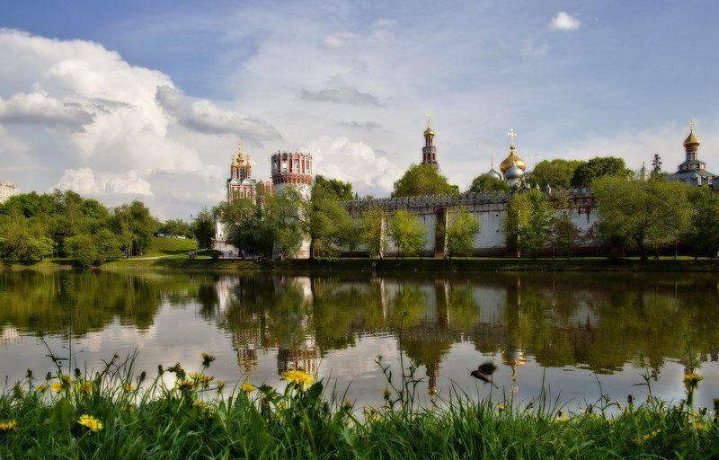 лето, девушки, монастырь Новодевичий монастырь.photo preview