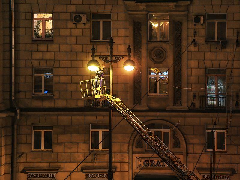 фонарь, электрик, работа, ночь, окна, кран, лестница, уют, дом, улица, санкт петерсбург Да будет СВЕТ!photo preview