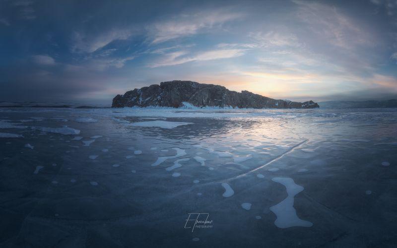 байкал, зима, лед, снег, облака, остров, закат Вид на остров Замогой после закатаphoto preview