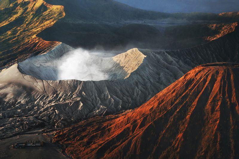 вулкан, газ, ява, индонезия, курит Активный вулкан Бромо, остров Ява, Индонезияphoto preview