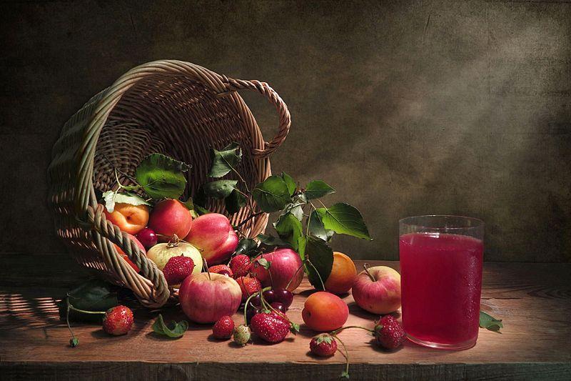 корзина,фрукты,компот Фруктовое ассорти и холодный компотphoto preview