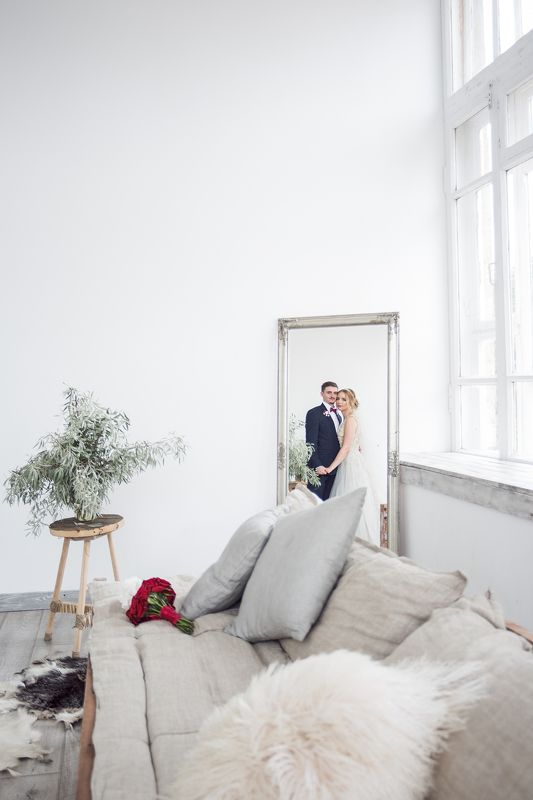 отражение, свадьба, свадебный фотограф, фотограф в крыму, симферополь, студия, жених, невеста, зеркало, праздник отражениеphoto preview