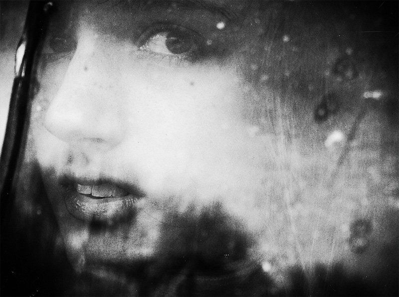 воспоминания, одиночество, дождь, капли, отражение, окно, взгляд, девушка Из воспоминанийphoto preview