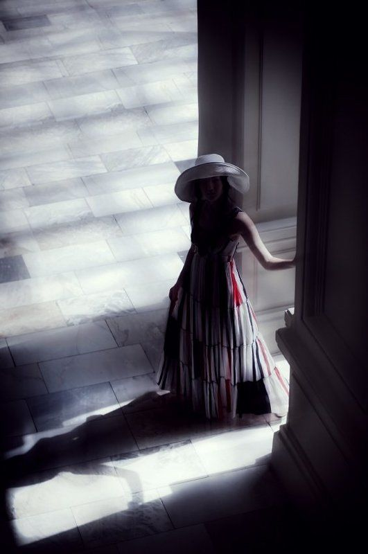 standing alone, lonely, girl, white dress, таинственная, незнакомка, девушка photo preview