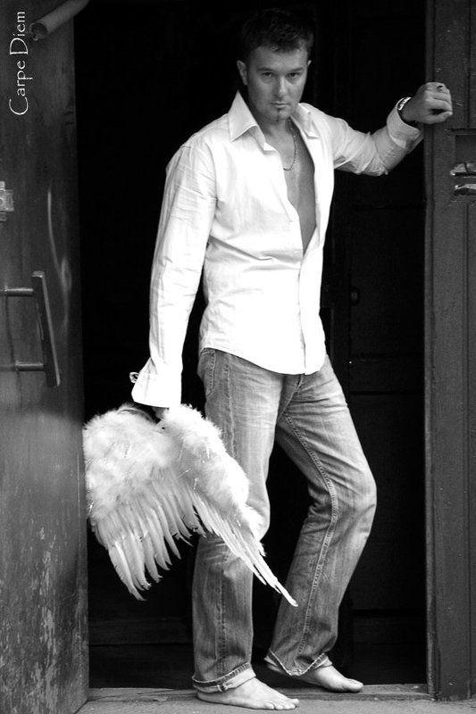 мужчина, крылья, ангел Искусительphoto preview