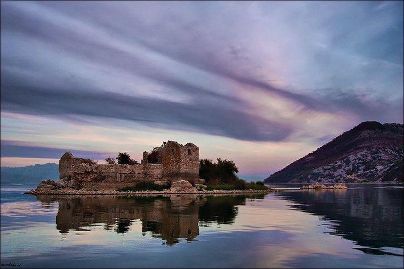 озеро, островок, крепость Аль Катрас - 2photo preview